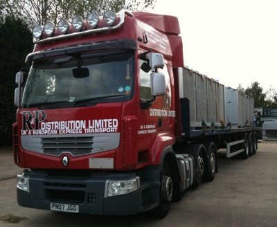 Haulage company with versatile fleet of 44t trucks and trailers